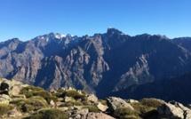La photo du jour : la grande barrière vue depuis Capu a ghiallichiccia