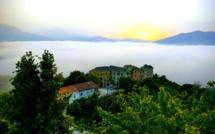 La photo du jour : À Terlaghja au-dessus d'une mer de nuages