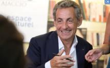 """Nicolas Sarkozy a signé """"Passions"""" à Ajaccio : """"J'aime les Corses et les Corses m'aiment"""""""