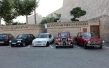 Parade de voitures anciennes à travers la Balagne