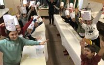Les nouveaux petits chefs cuistots s'emparent des fourneaux à l'école de Lisula