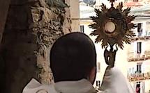 A Bastia, bénie par le Père Nicoli, le Saint Sacrement a pris de la hauteur  pour « Les 24 heures pour le Seigneur »