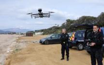 VIDÉO - Confinement : les gendarmes avec hélico et drone survolent les plages de Corse
