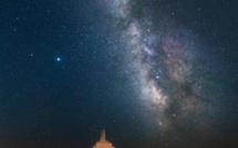 La photo du jour : la voie lactée au-dessus de la borne de la Terre sacrée des Sanguinaires