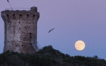 La photo du jour : clair de Lune sur la tour de Fautea