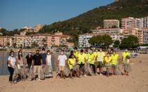 A Ajaccio, on ramasse les déchets sur la plage à l'initiative du conseil municipal des jeunes