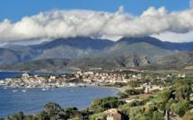 La photo du jour : en parapente au-dessus de Saint Florent