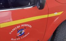 L'arrière d'une voiture en feu sur la RT 50 entre Corte et Aléria