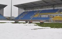 Déneigé et bâché le stade Jean-Laville fin prêt pour Bastia-Rennes