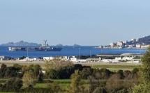 Le porte-avions Charles-de-Gaulle dans le golfe d'Ajaccio