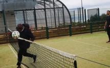 En campagne en Corse pour Frédéric Thiriez, Basile Boli milite pour le football amateur