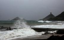 La tempête Hortense arrive en Corse : l' île placée en vigilance orange pour vent violent, orages et vagues de submersions
