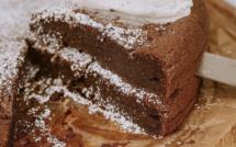 A table : Moelleux fondant au chocolat et fleur de sel avec... la Petite Cuisine de Marie