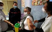 """AstraZeneca : le régulateur européen reste """"fermement convaincu"""" des bénéfices du vaccin, décision ce jeudi"""