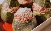 A table : courgettes rondes farcies à la viande hachée et gratinées au parmesan avec #lapetitecuisinedemarie
