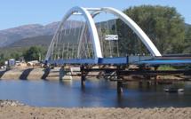 Lançage de la structure métallique du nouveau pont du Liamone