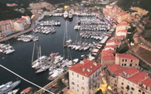 Bonifacio : Un cadavre dans le port