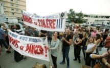 Les premiers personnels suspendus manifestent devant l'ARS d'Ajaccio contre l'obligation vaccinale