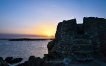 La photo du jour : quand le soleil se couche sur la plage de la Tonnara
