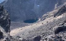 La photo du jour : au pied du Cintu, son lac