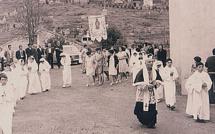 Ghjenti di nanzi in Livia : U preti e i ziteddi