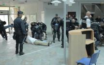 SNCM : Les images de l'intervention musclée à la préfecture de Haute-Corse