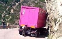 Un poids-lourd a bloqué la circulation durant plusieurs heures au col de Vizzavona